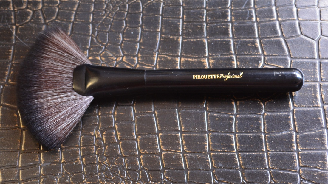 Pirouette Professional Fan Brush